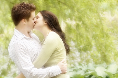 Online dating kissing on first date